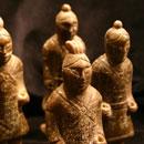 Serpentin-Figur-China-Kopie-von-Antikem-Vorbild-Wächter-01